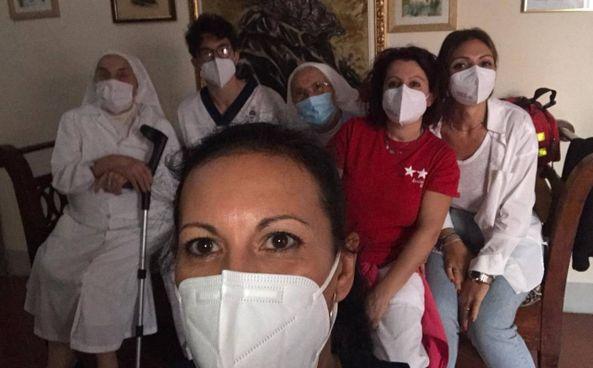 Il team del personale sanitario in servizio alla Rsa «Cosimo Serristori»