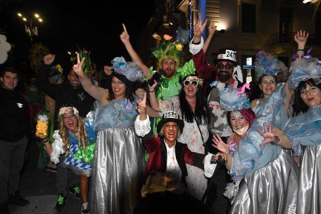 Carnaval de Viareggio, disposições para 2021: vitória da tartaruga de Bertozzi