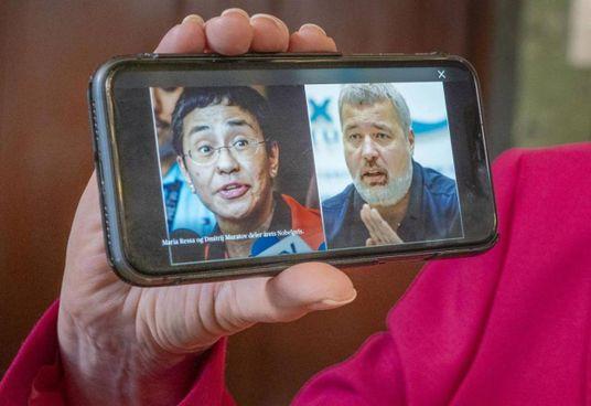 Da sinistra, Maria Ressa, 58 anni, e Dmitry Muratov, 59: premi Nobel per la Pace