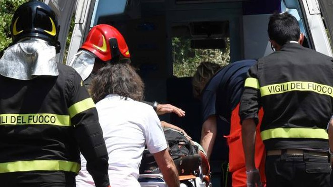 Cremona, incendio nel vano ascensore del condominio: 4 inquilini intossicati