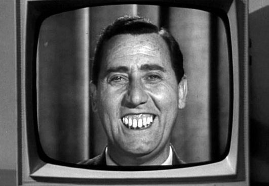 Alberto Sordi,. nel film «I complessi» (1965), interpreta Guglielmo Bertone, uomo molto ferrato e risoluto che partecipa, unico non raccomandato, al concorso Rai per diventare il nuovo lettore del telegiornale. Unico difetto di Bertone è la dentatura molto pronunciata