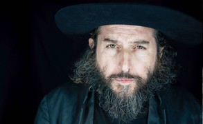 Vinicio Capossela, cantautore, polistrumentista e scrittore
