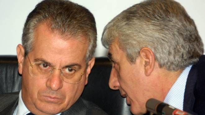 Il ministro dell'Interno Claudio Scajola con il capo della Polizia Gianni De Gennaro (Foto Ansa)