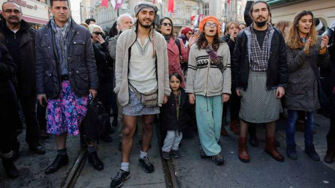 Istanbul: manifestazione di solidarietà contro le violenze alle donne (REUTERS / MURAD SEZER)