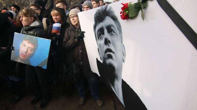 La marcia per la morte dell'oppositore di Putin Boris Nemtsov (Olycom)