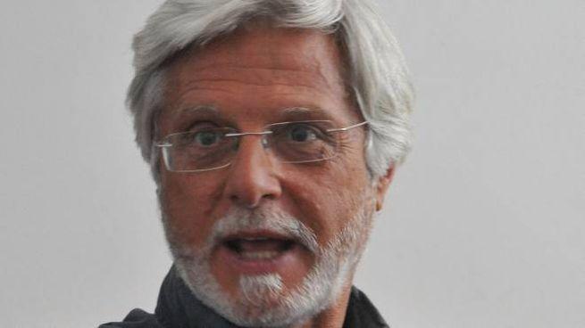 Stefano Simonetti è stato per dieci anni direttore amministrativo nell'Asl di Pistoia