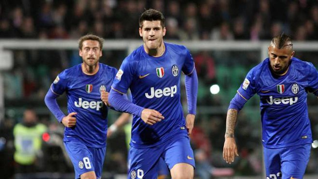Juventus' forward Alvaro Morata celebrates with his teammates after scoring the first goal of the Italian Serie A soccer match between US Palermo and Juventus FC at Renzo Barbera Stadium in Palermo, 14 March 2015. ANSA/ CORRADO LANNINO