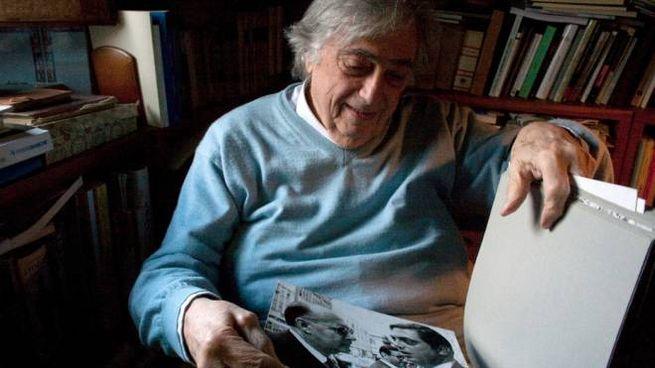 Baldi mostra una sua foto con Roberto Rossellini (foto Luca Di Giorgio)