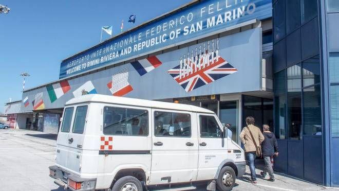 Rimini, l'ingresso dell'aeroporto Fellini (Foto Bove)