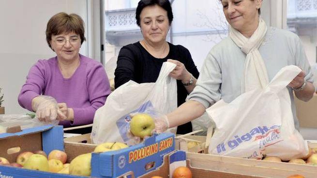 Volontari Caritas al lavoro