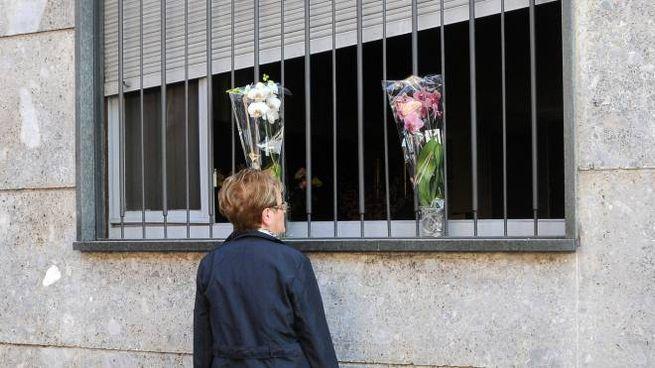 Cerro Maggiore: due mazzi di fiori per le sorelle rimaste uccise nel rogo