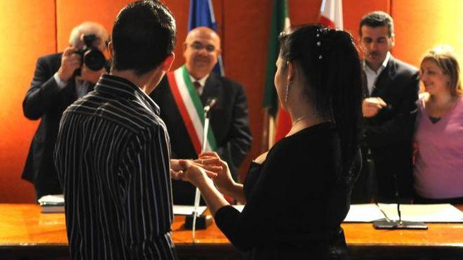 e6ab69b7fae5 Sì al sindaco e non al parroco  i matrimoni civili staccano quelli ...