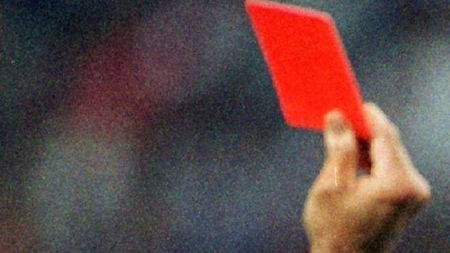 Cartellino rosso (Foto Ansa)