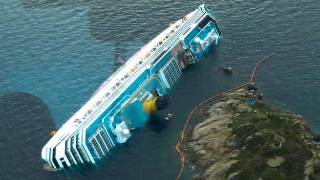 La Concordia naufragata all'Isola del Giglio (Ansa)