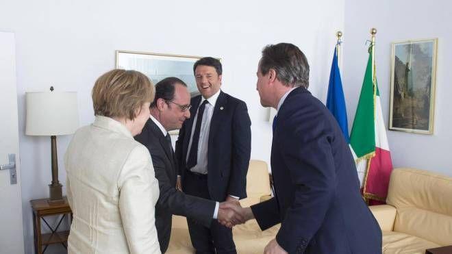 Vertice a quattro tra Renzi, Merkel, Cameron e Hollande a Bruxelles (Ansa)