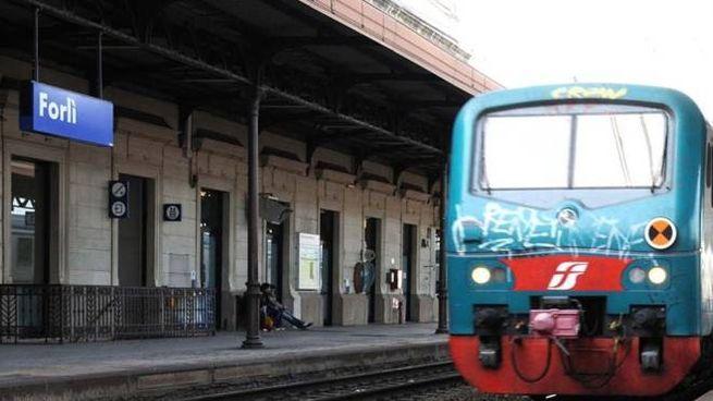 Un treno alla stazione di Forlì