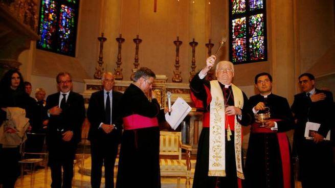 Il cardinale Angelo Scola benedice la chiesetta di San Gottardo in Croce