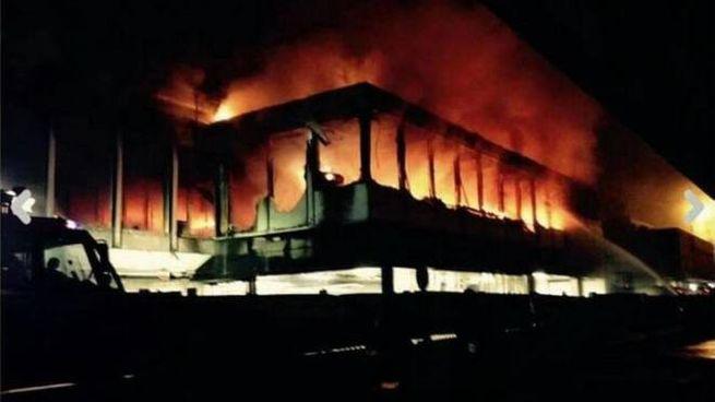 Incendio all'aeroporto di Fiumicino (Foto Ansa)