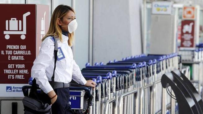 Incedio a Fiumicino, aria irrespirabile (Lapresse)