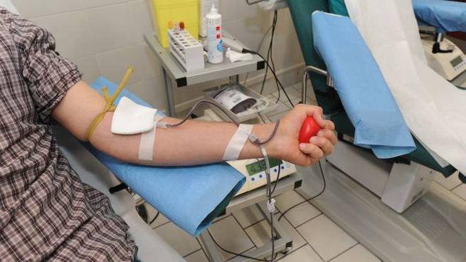 Nuovo appello affiché aumentino le donazioni di sangue