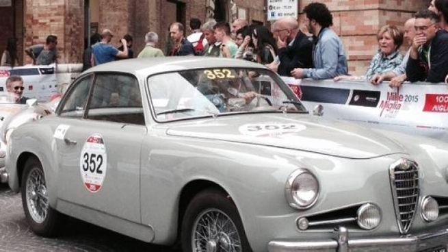 ll passaggio della Mille Miglia (foto Calavita)