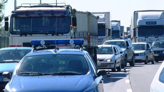 Code e traffico (foto d'archivio)