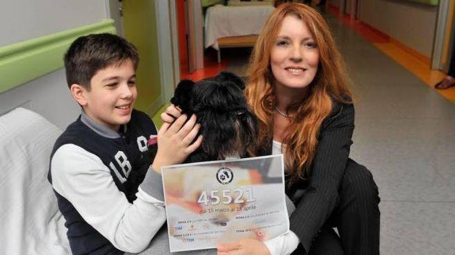 Michela Vittoria Brambilla con un bimbo e un cane