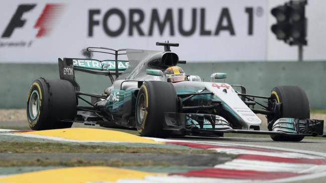 Lewis Hamilton vince il Gp di Shanghai (Ansa)