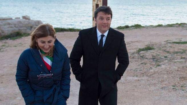 Giusi Nicolini con Matteo Renzi a Lampedusa (ImagoE)