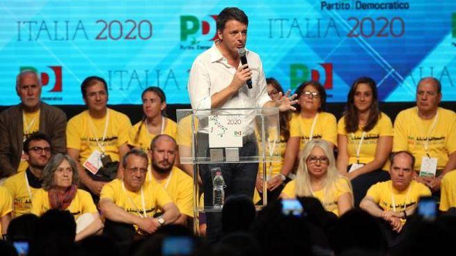 Matteo Renzi durante l'assemblea nazionale dei circoli Pd (Ansa)