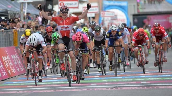 Giro d'Italia 2016, a Foligno domina Greipel e fa bis allo ...