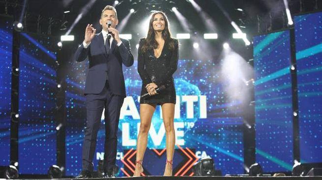I look di Elisabetta Gregoraci a Battiti Live 2019