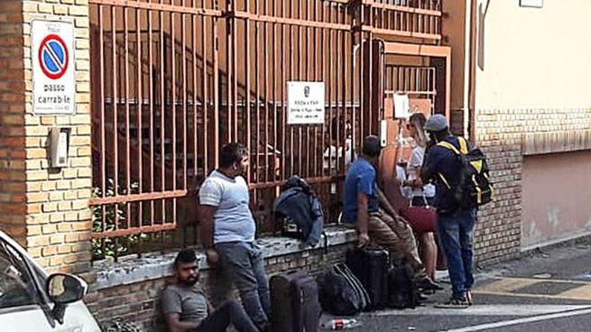 Migranti a Pesaro, il Comune non li iscrive all'anagrafe ...