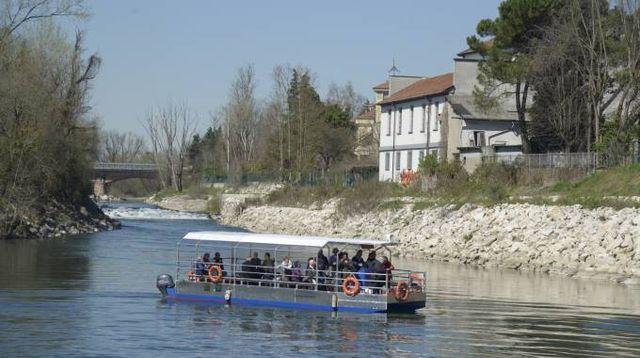6cf7591206ca Il battello che accoglie i turisti e li porta alla scoperta del percorso  lungo il fiume