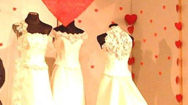 9dd08b25f91f Un atelier di abiti da sposa (Foto Newpress)
