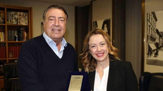 Giorgia Meloni con il direttore della Nazione Francesco Carrassi (Mori/New Press Photo)