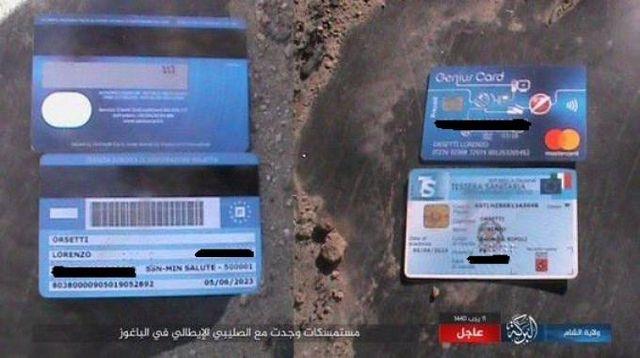 La carta di credito, la tessera sanitaria e la carta d'identità mostrata dall'Isis