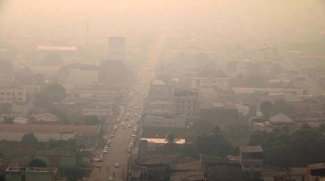 Il fumo avvolge Porto Velho, stato di Rondonia, Brasile (Ansa)