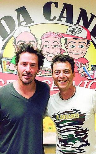 Keanu Reeves con Denis Pazzaglini della piazzera 'Da Canè'