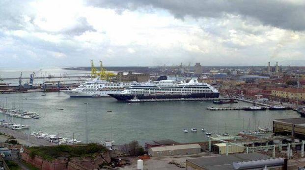 Navi da crociera in porto a Livorno