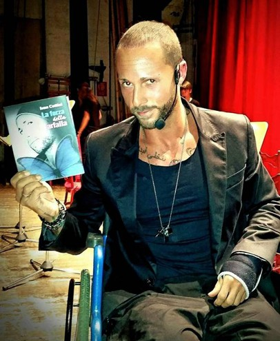 Con il suo libro