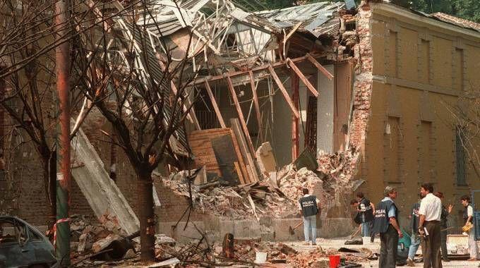 Un' immagine d' archivio dell'attentato a via Palestro a Milano, il 27 luglio 1993