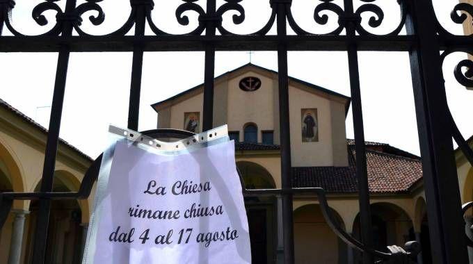 Risultati immagini per chiesa chiuso per ferie