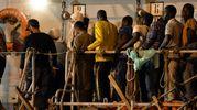 L'arrivo a Pozzallo di alcuni migranti soccorsi dalla nave Grecale (Ap)