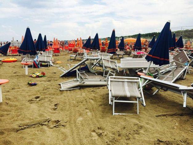 Maltempo, pioggia e tempesta di sabbia tra Cervia e Pinarella ...