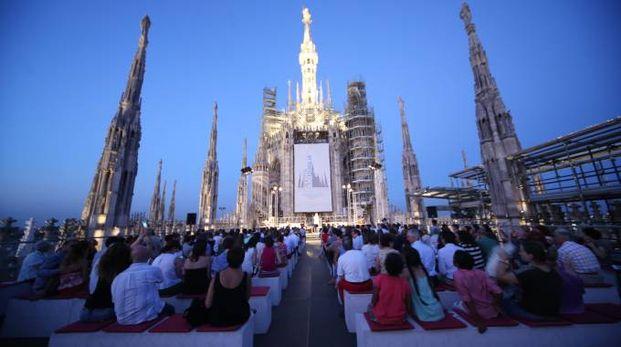 Milano, le Terrazze del Duomo aperte un\'ora in più: al via la ...