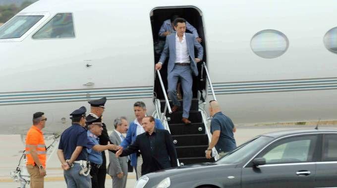 Aereo Privato Silvio Berlusconi : Silvio berlusconi arriva in sardegna con il suo jet