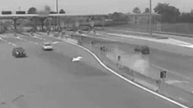 Incidente di Cotignola, un fermo immagine delle telecamere dell'autostrada