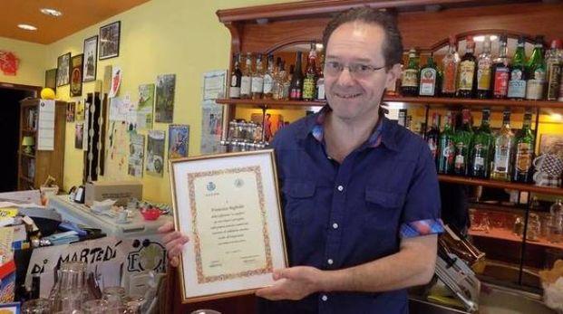 Francesco Begheldo, 52 anni, è il titolare del bar Spiffero