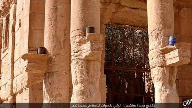 Palmira distrutta dall'Isis (Twitter)
